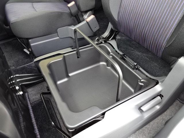 助手席シートアンダーボックス!持ち運びも可能です!
