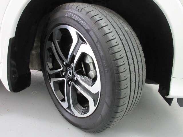 デザイン性のいいハイブリッド車専用の17インチアルミホイールで足元から輝かせます!