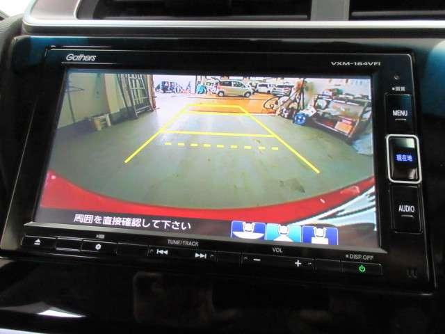 ガイド線表示機能付きのバックカメラで、バックでの車庫入れも安心です(VXM-184VFi)。オーディオ機能も、フルセグTV、CD、DVD再生、Bluetooth機能など充実しています。