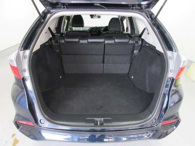 テールゲートの開口部が低いので重い荷物の出し入れも楽々です。