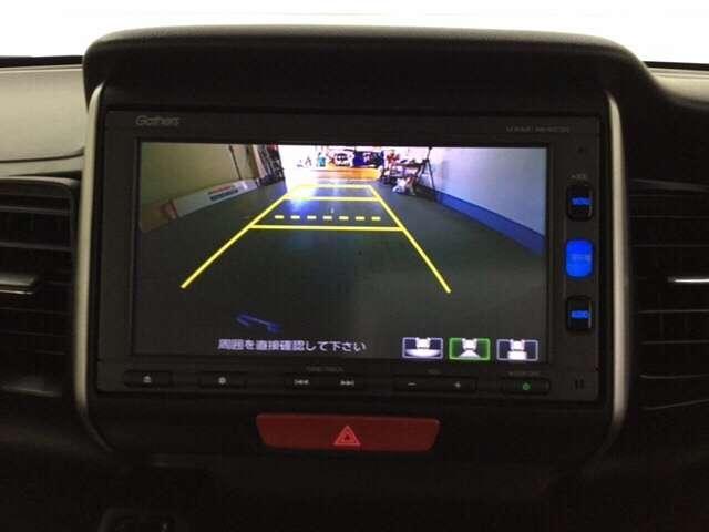 純正メモリーナビ(VXM-164CSi)です。ガイド線表示機能付きのバックカメラで、バックでの車庫入れも安心です