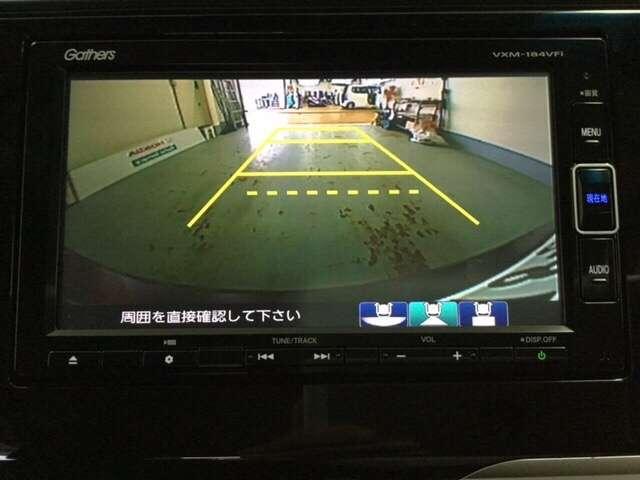 純正メモリーナビ(VXM-184VFi)です。ガイド線表示機能付きのバックカメラで、バックでの車庫入れも安心です