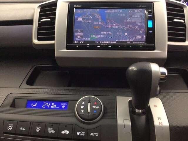 ナビゲーションはフルセグTV、インターナビ対応のGathersVXM-165VFiを搭載。エアコンはお肌に嬉しいプラズマクラスター搭載のオートエアコンです。