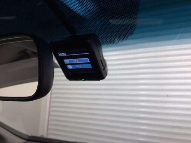 【ドライブレコーダー搭載】・・・万が一の際の記録や楽しい観光の思い出の記録を残せる頼もしいドライブの相棒です。