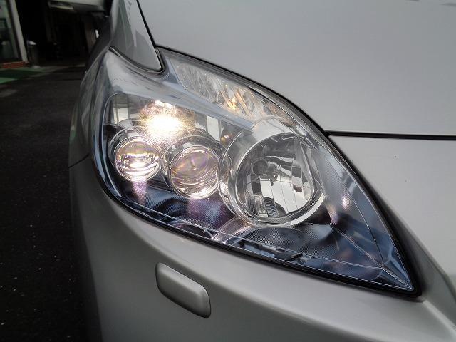 LEDヘッドライトは白く明るい光で夜間走行の安心感が高まります