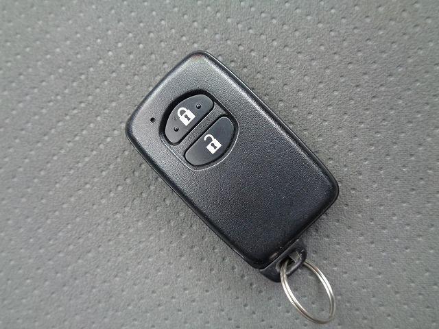 スマートキーを携帯しているだけでエンジンスタートやドアロックの施錠、開錠ができます