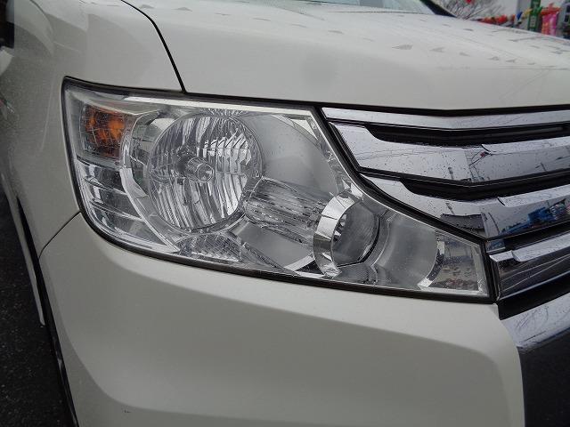 HIDヘッドライトは白く明るい光で夜間走行の安心感が高まります