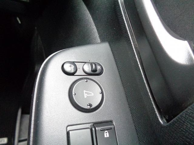 車内からドアミラーの角度調整や開閉ができます
