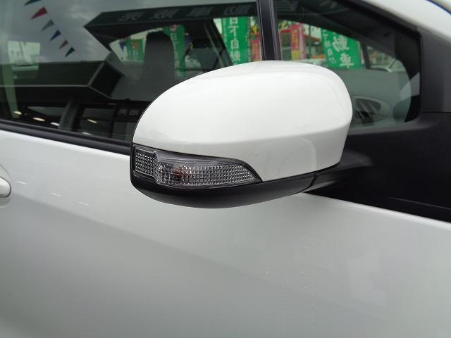 スタイリッシュで視認性の高いサイドターンランプ付きドアミラーです