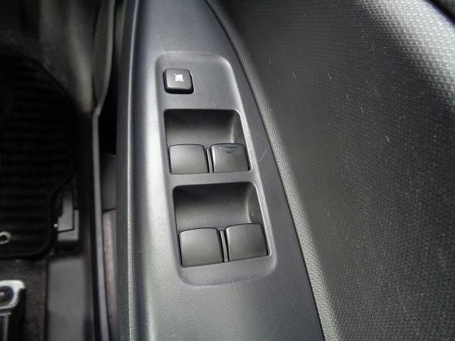 M アイドリングストップ CD キ-レス フルオ-トAC ABS Wエアバック 電格ドアミラ- プライバシーガラス(31枚目)