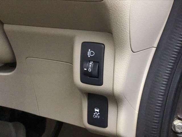 G・Lパッケージ 横滑り防止装置 ナビ ワンセグTV スマキ- CDデッキ 両側スライド片側電動ドア イモビライザー メモリナビ ABS ESC DVD アイドリングストップ付き アルミホイル キーフリ- ナビTV付(9枚目)