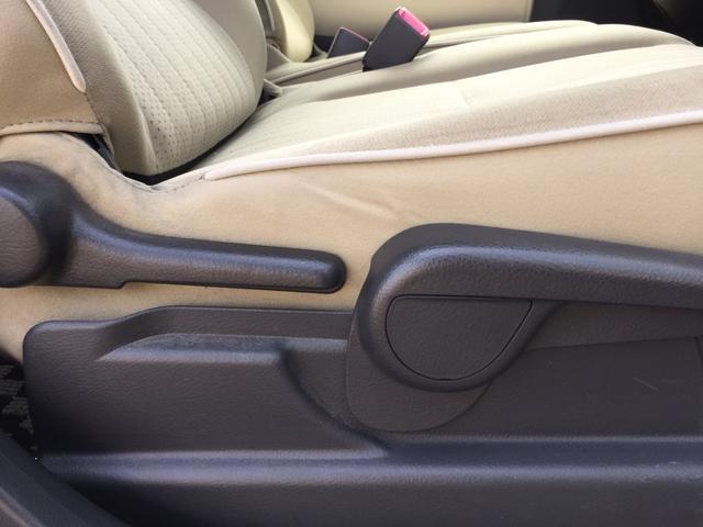 体格に合わせてシートやステアリングの位置をきめ細かく調節できるので、いつでも最適な運転姿勢をキープ!