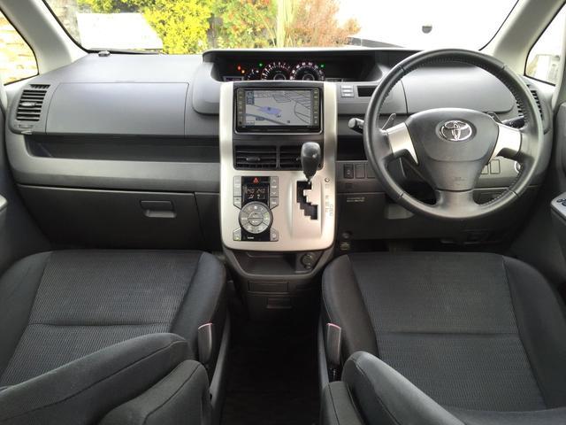 運転席 ラグジュアリーでスポーティーな操作性の良い運転席です。運転席が良いとドライブがウキウキしますよね。
