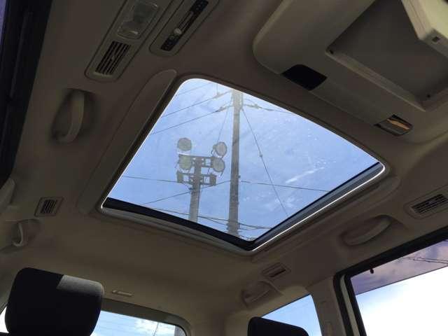 「パノラミックルーフ」 解放感たっぷり♪ガラス張りの天井です!