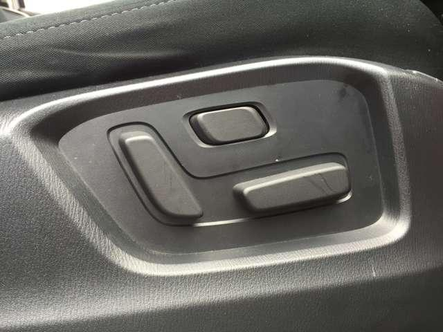 「パワーシート」 ボタン一つでシートを好きな位置に調整できます!