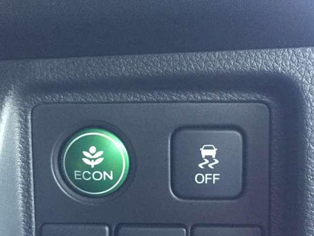 【ECONスイッチ】エンジン、トランスミッション、オートエアコンの作動を制御して、省エネ運転をしやすくするように制御します。