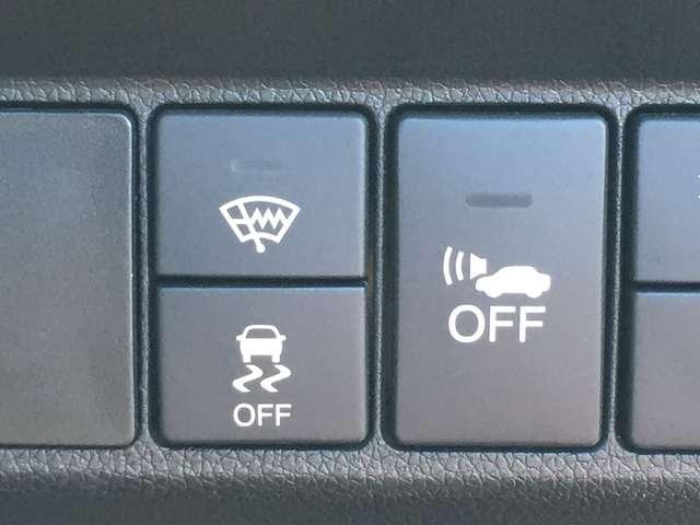 【車両接近通報 一時停止スイッチ】ハイブリッドカーで、エンジンが停止した状態での走行時、車両の接近を周囲の人に知らせるため、車速に応じた音階を発生させる装置。スイッチ操作でON/OFF切り替えが可能。