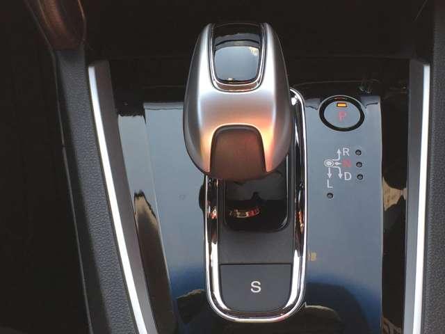「シフトノブ」握りやすい形状で、ドライブも快適です!