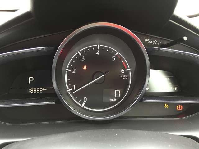 「ヘッドアップディスプレイ」 進行方向から目を離さず車速などを確認出来ます!