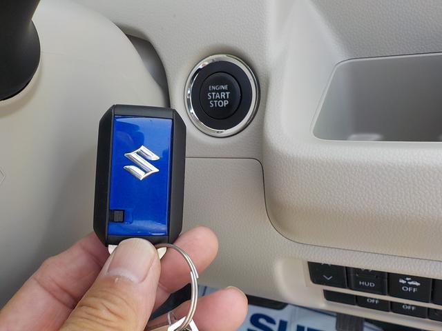 エンジンスイッチ・携帯リモコンを身につけていれば、ブレーキを踏んでエンジンスイッチを押すだけで、エンジンの始動ができます