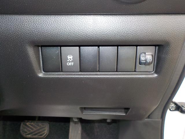 ESPは、コーナーなどでタイヤがスリップしそうになると、必要に応じて車輪に自動的にブレーキをかけるとともに、エンジンの出力をコントロールして車両の安全走行に貢献します。