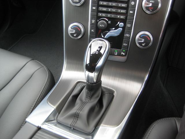 ボルボ ボルボ V60 T3 SE 自社登録車