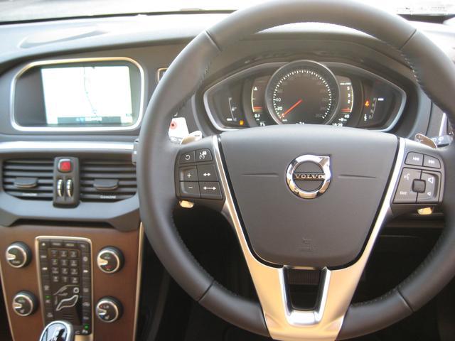 ボルボ ボルボ V40 クロスカントリー D4 サマム 登録済未使用車