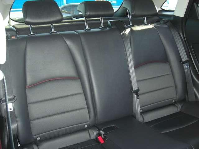 【後列シート】  前列同様の素材とデザインです。