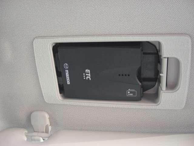 【ETC車載器】  運転席頭上のバイザー裏側にビルトインされています。
