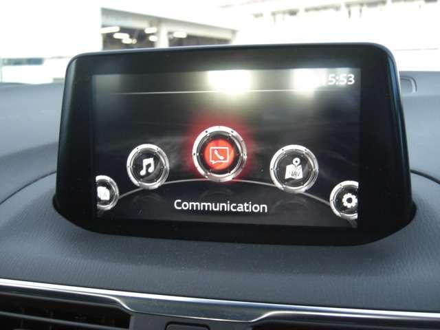 【マツダコネクト】  オーディオ操作、車両装備、ナビ案内など、統合的にモニターできる見やすいサイズのディスプレイです。