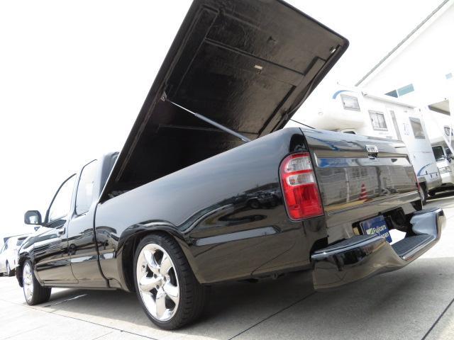 トヨタ ハイラックススポーツピック エクストラキャブ ローダウン トノカバー 17インチアルミ