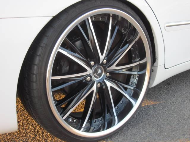 トヨタ クラウン ロイヤルサルーンG クレンツェ20インチ 車高調 ナビ