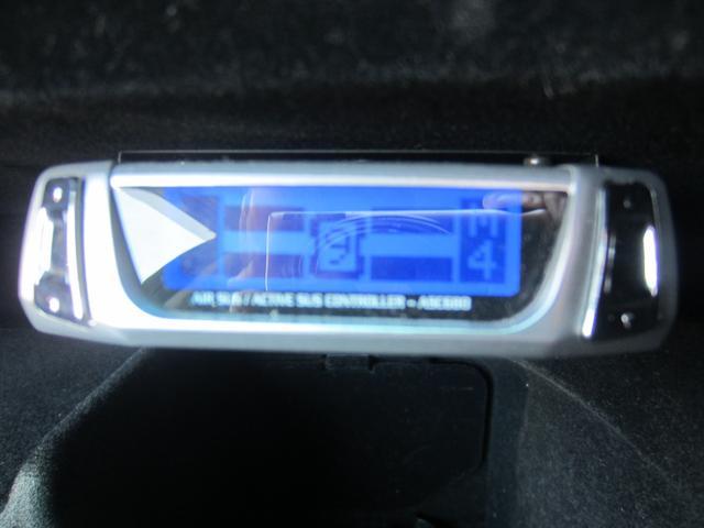 エアサスコントローラー付き助手席グローブボックスにインストールされております