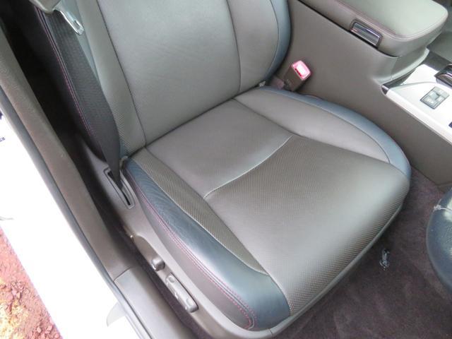 運転席は使用感少々ありますがキレやヤブレなどはございません