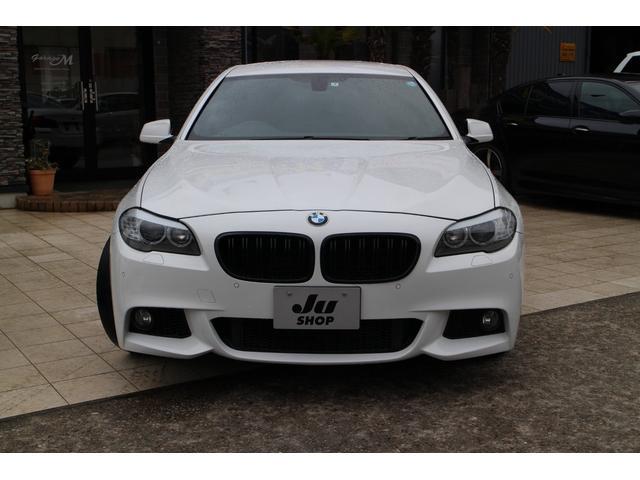 BMW 人気の5シリーズ入荷しました!純正アルミホイール付です!ボディは傷や目立ったへこみもなく綺麗な状態です!