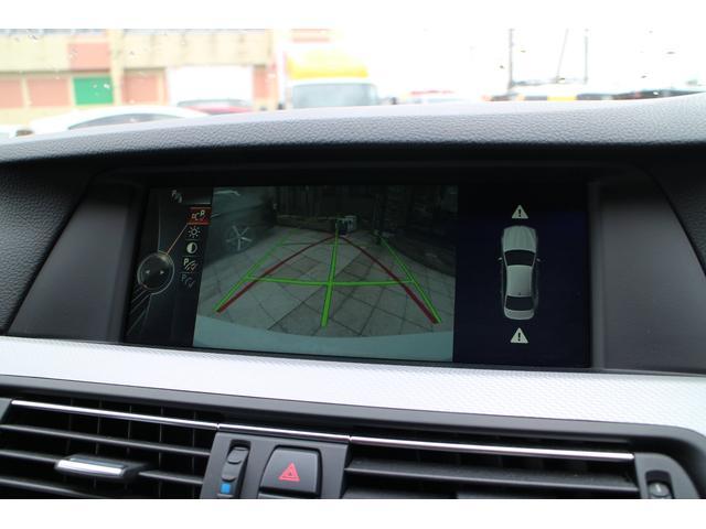 便利なバックカメラ装備。ラインで誘導してくれるので駐車が苦手な方でも大丈夫です!後方の安全確認や車庫入れの際も安心して車の操作が行えます!