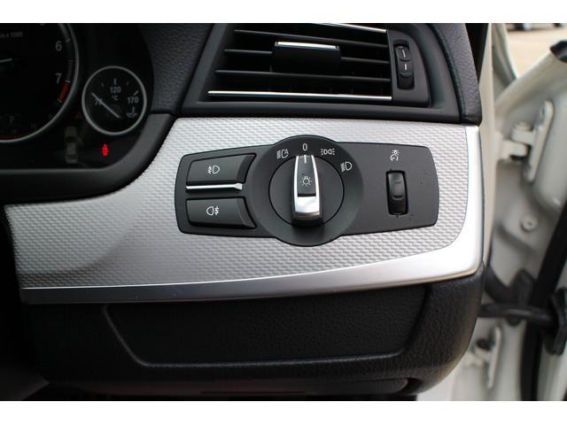 オートライト機能で周囲の暗さを検知して自動で点灯、消灯します!エンジンOFFで消灯しますので、消し忘れも防げる便利機能です!