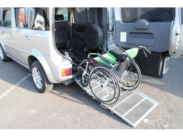 後退防止ベルト付きになりますので、乗降時もご安心頂けます!車椅子はイメージの為、付属されません。