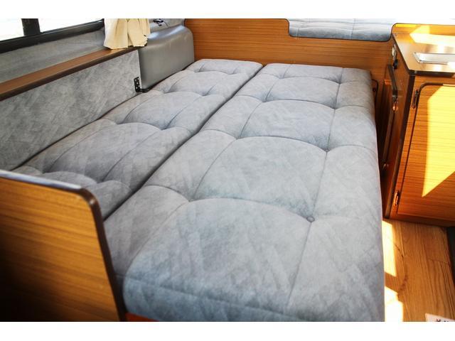 キャンピング バンコン 常設ベッド 4WD FFヒーター(11枚目)