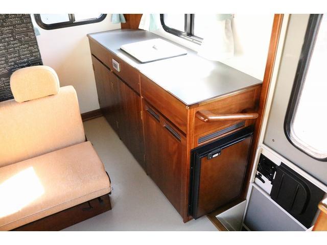 キャンピングカー AtoZ アミティLX 4WD サブバッテリー インバーター1500W 電子レンジ 19型テレビ 地デジアンテナ DC冷蔵庫 マックスファン FFヒータ- マルチルーム ワンオーナー(9枚目)