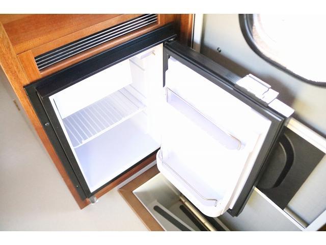 キャンピングカー AtoZ アミティLX 4WD サブバッテリー インバーター1500W 電子レンジ 19型テレビ 地デジアンテナ DC冷蔵庫 マックスファン FFヒータ- マルチルーム ワンオーナー(13枚目)