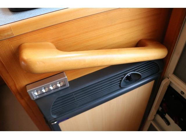 キャンピングカー AtoZ アミティ 4WD 常設二段ベッド ツインサブバッテリー ベバストFFヒーター サイクルキャリア サイドオーニング マックスファン 冷蔵庫 インバーター500W 走行充電(49枚目)