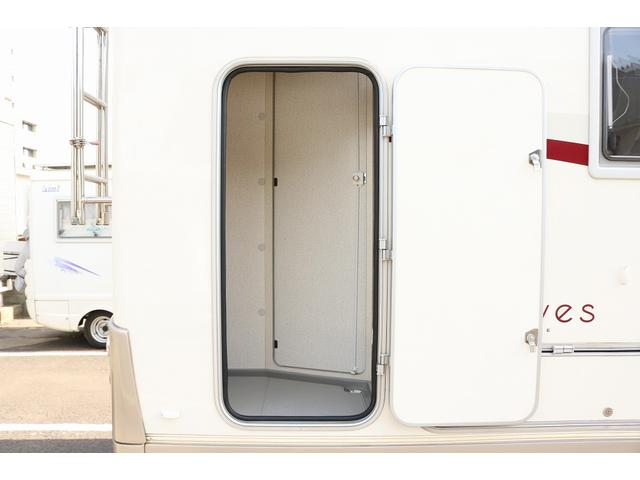 キャンピングカー バンテック コルドリーブス 4WD ディーゼルターボ家庭用エアコン ベバストFFヒーター インバーター1500W ツインサブバッテリー 電子レンジ 19型テレビ 地デジアンテナ(32枚目)