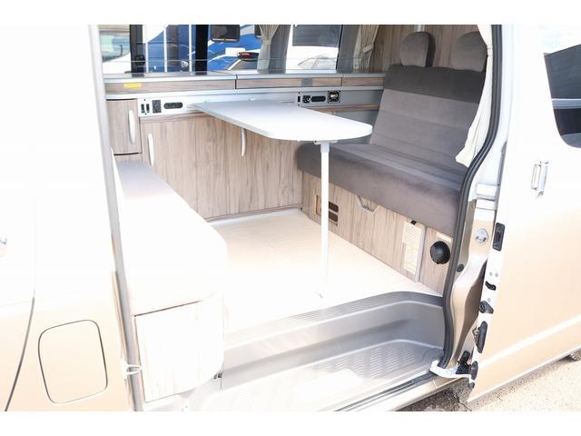 キャンピングカー ファーストカスタム リモギンガ 2WD 冷蔵庫 シンク コンロ FFヒーター 電子レンジ サブバッテリー 走行充電 外部充電 LED照明 社外HDDナビ 地デジ バックカメラ(4枚目)