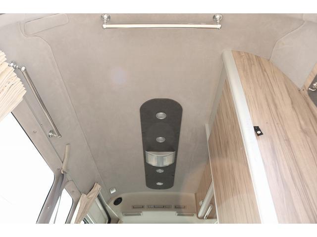 キャンピングカー ファーストカスタム リモギンガ 2WD 冷蔵庫 シンク コンロ FFヒーター 電子レンジ サブバッテリー 走行充電 外部充電 LED照明 社外HDDナビ 地デジ バックカメラ(14枚目)
