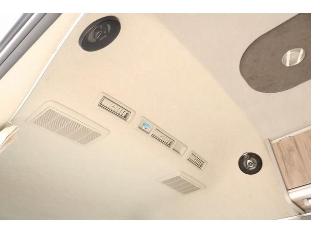 キャンピングカー ファーストカスタム リモギンガ 2WD 冷蔵庫 シンク コンロ FFヒーター 電子レンジ サブバッテリー 走行充電 外部充電 LED照明 社外HDDナビ 地デジ バックカメラ(19枚目)