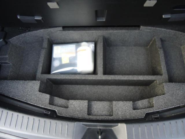 XD Lパッケージ とは…エンジンにディーゼルターボを採用し、ブレーキサポートなどの安全装備、高級感のあるフルレザーシートがついた上級グレード。マツダのクリーンディーゼルエンジンは力強さと燃費の良さを両立しています。(11枚目)