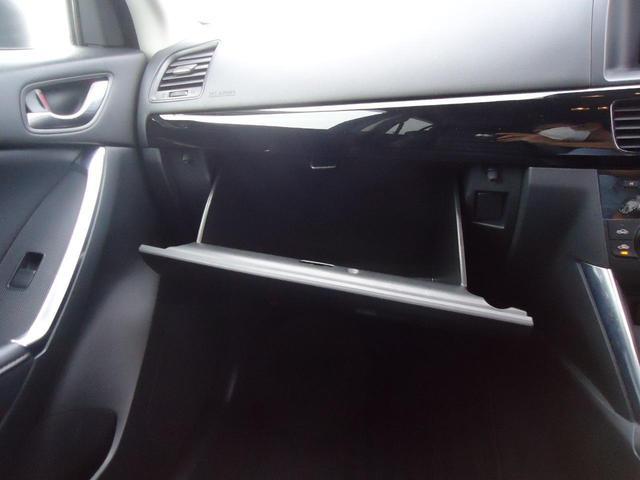 XD Lパッケージ とは…エンジンにディーゼルターボを採用し、ブレーキサポートなどの安全装備、高級感のあるフルレザーシートがついた上級グレード。マツダのクリーンディーゼルエンジンは力強さと燃費の良さを両立しています。(31枚目)