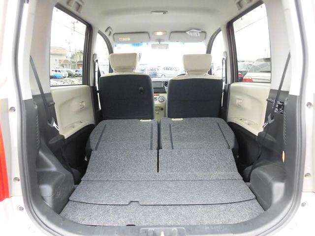 後部座席を倒すと、より広く使えます
