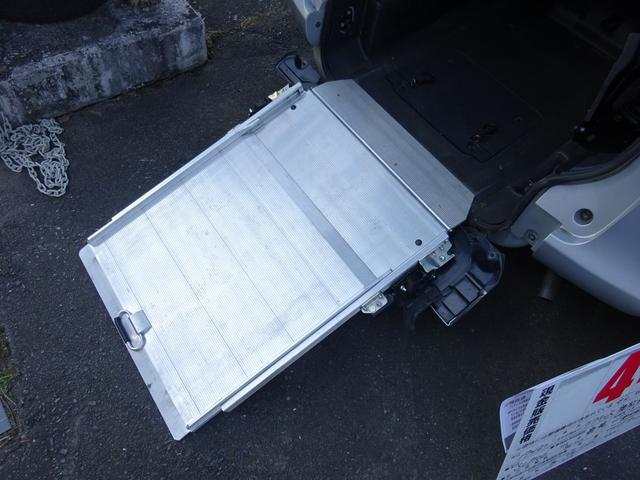 トヨタ ラクティス 福祉車両 リヤスロープ式車いす移動車